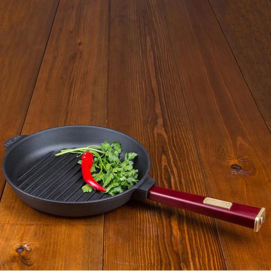 Сковородка Brizoll чугунная О 2440 РГ - Р 24 см бордовая ручка