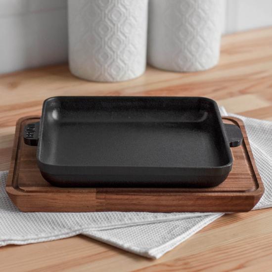 Сковородка Brizoll чугунная порционная Н 181825-Д квадратная с подставкой