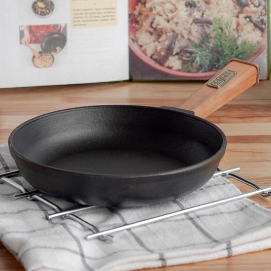 Сковородка Brizoll чугунная К 2035 - Р 20 см светлая ручка