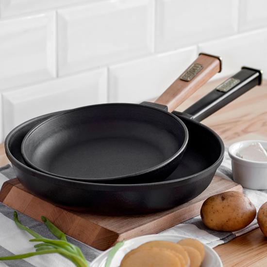 Сковородка Brizoll чугунная К 2035 - Р 20 см черная ручка