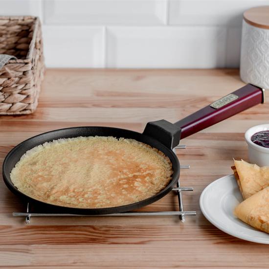 Сковородка Brizoll чугунная для блинов O 2415 - Р 24 см бордовая ручка